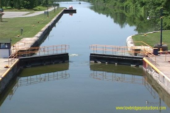 Erie-Canal-lock.jpg